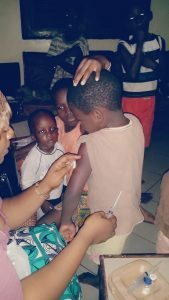 momento di vaccinazioni alla Maison per i nuovi bimbi arrivati